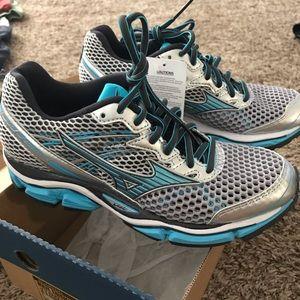 Mizuno Wave Enigma - Women's 6.5 - running shoes